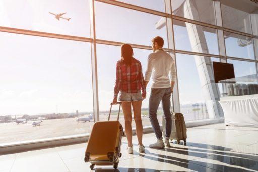 jak bezpiecznie podróżować, bezpieczna podróż, podróż samolotem